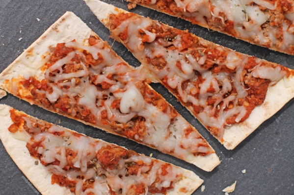 Sloppy-Joe-Flatbread-Pizzas-3b